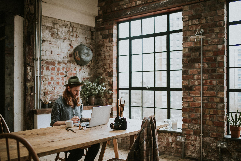 Jak wybrać odpowiednie krzesła biurowe dla pracowników?
