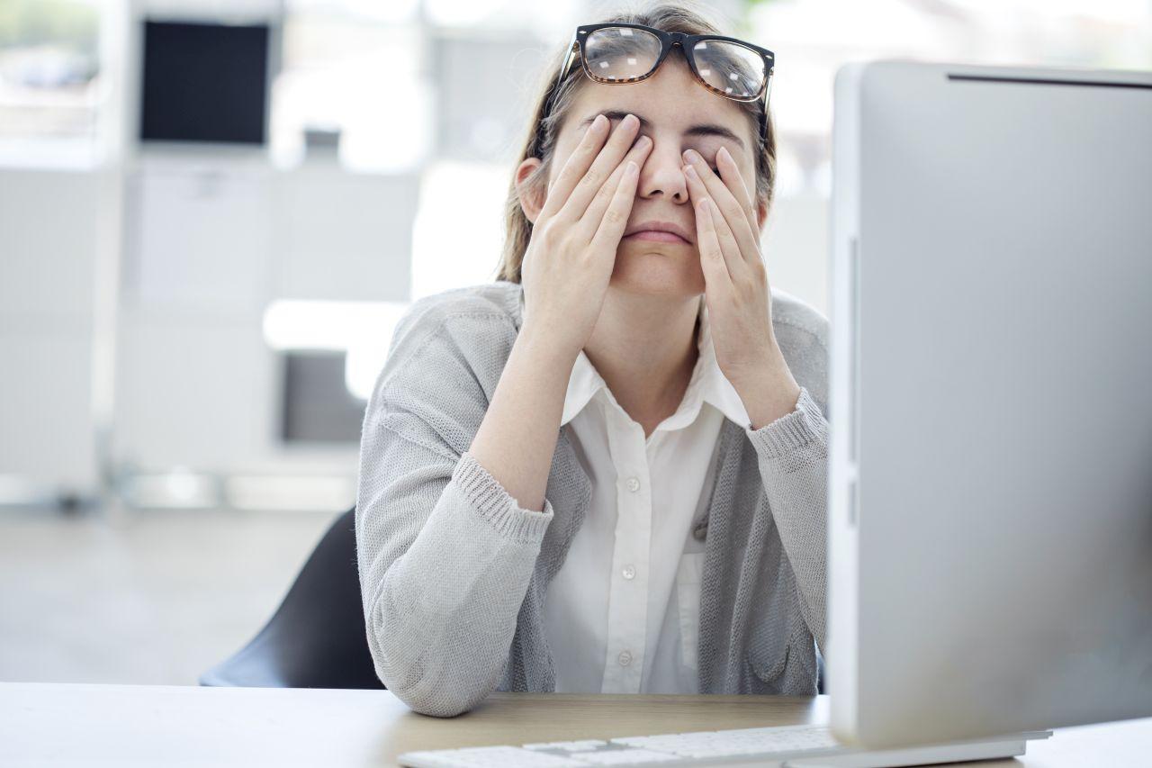 Jak dbać o wzrok w pracy biurowej?