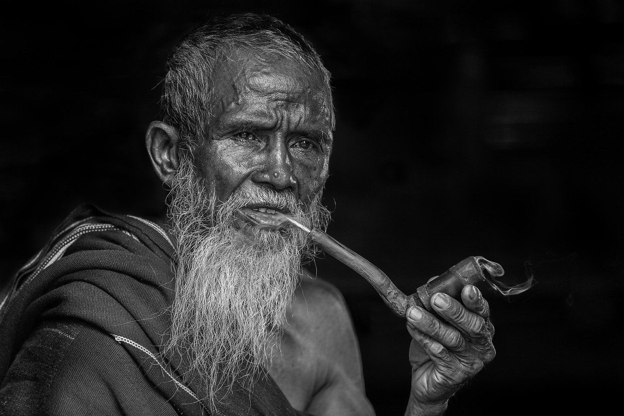 """""""Podaj mi fajkę pokoju"""" – tradycja palenia jako praktyka rytualna"""