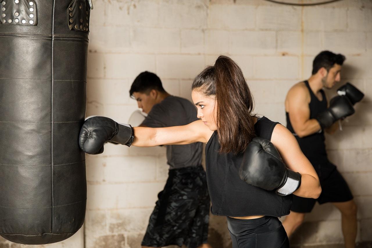 Jakie wyposażenie w sportach walki zwiększy Twoją wytrzymałość i bezpieczeństwo?