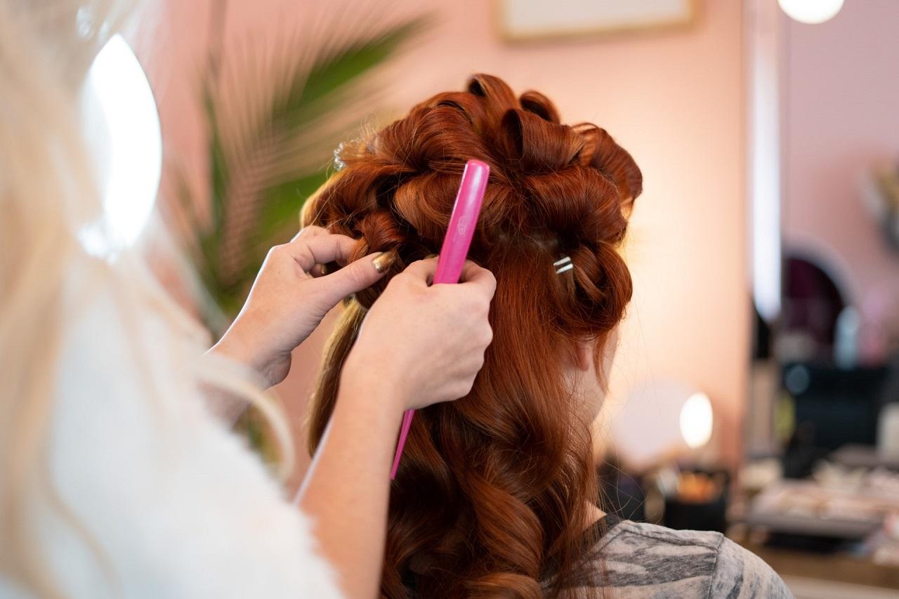 Narzędzia fryzjerskie – atrybut każdego stylisty