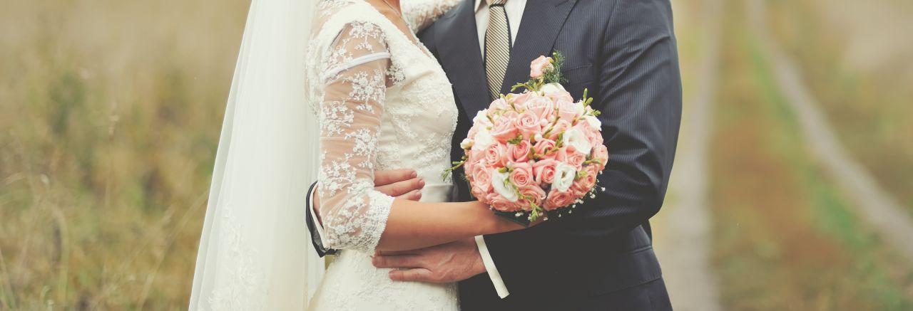 Ślub cywilny – jak wybrać sukienkę na ten wyjątkowy dzień?
