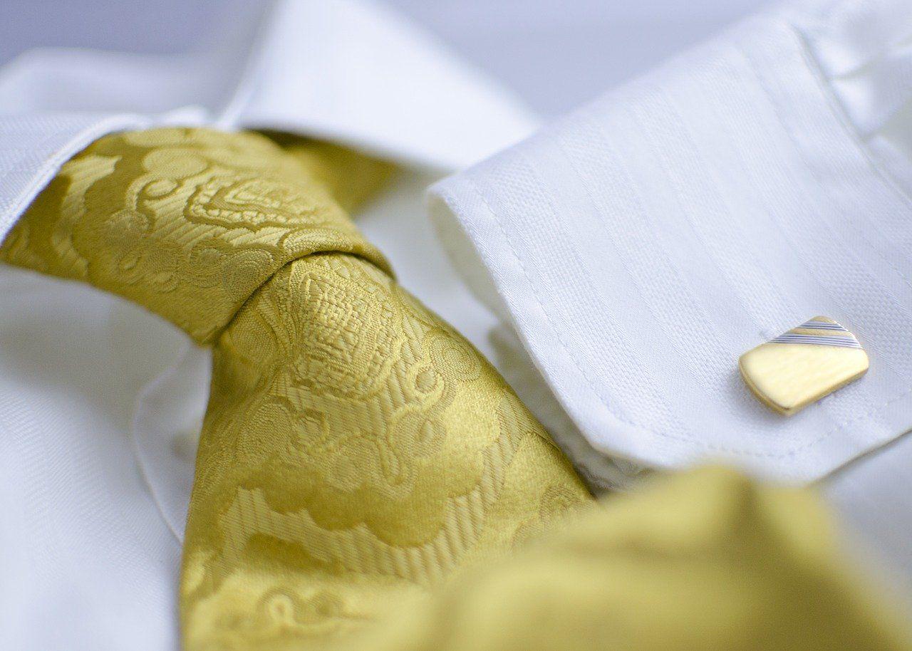Materiał krawatu a rodzaj garnituru