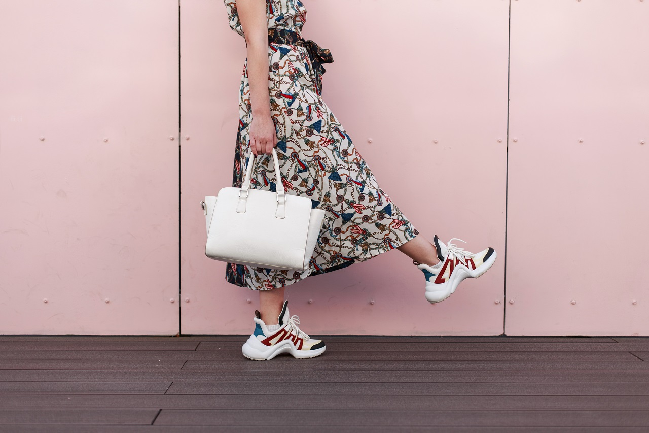 Lekkie obuwie pasujące do letnich sukienek