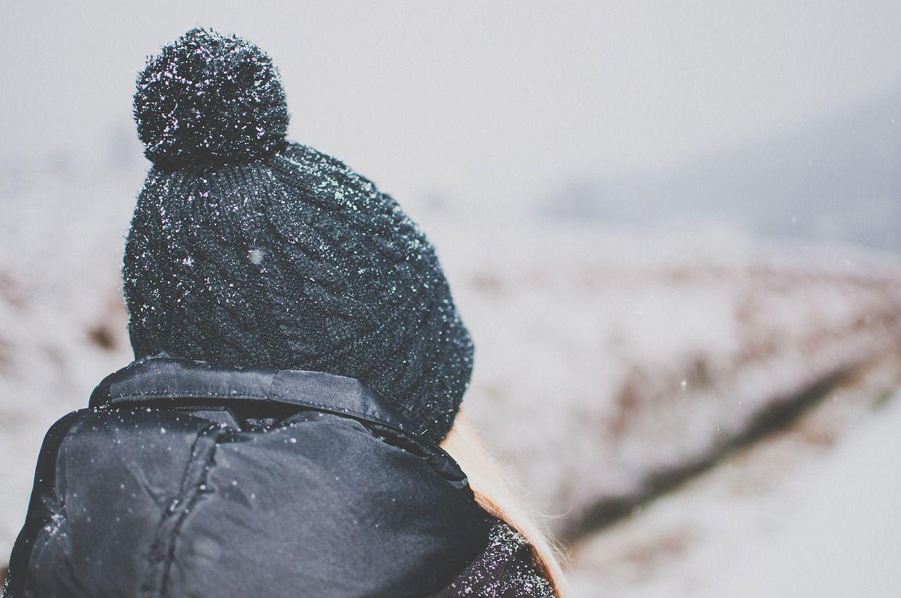 Czapka na zimę – praktyczne porady wyboru