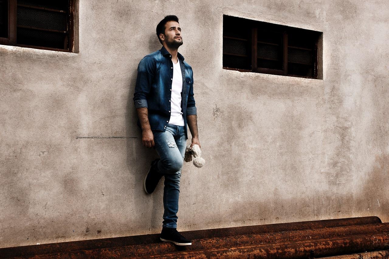 Jak dobrać koszulę do jeansów?