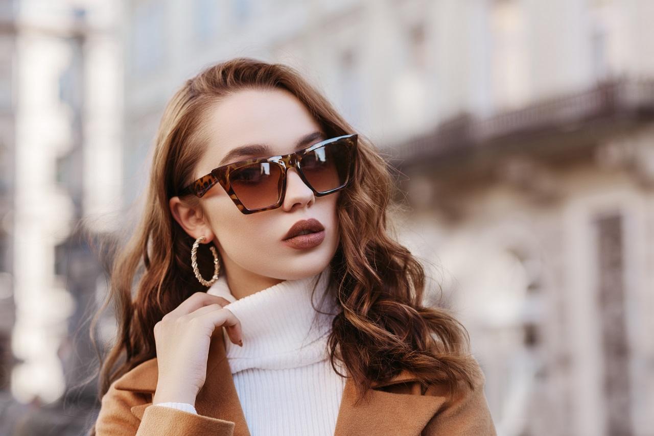 Jak dopasować okulary przeciwsłoneczne do konturu twarzy?