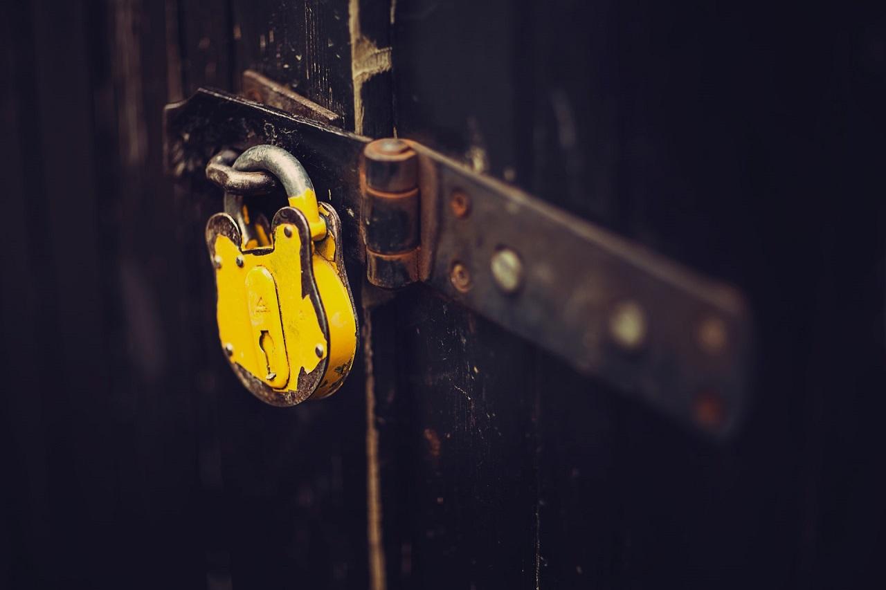 Czego można użyć do zabezpieczenia i zamknięcia sklepu?