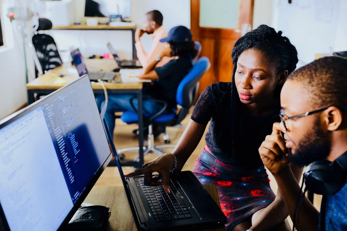 Z czyją pomocą można łatwo znaleźć zatrudnienie za granicą?