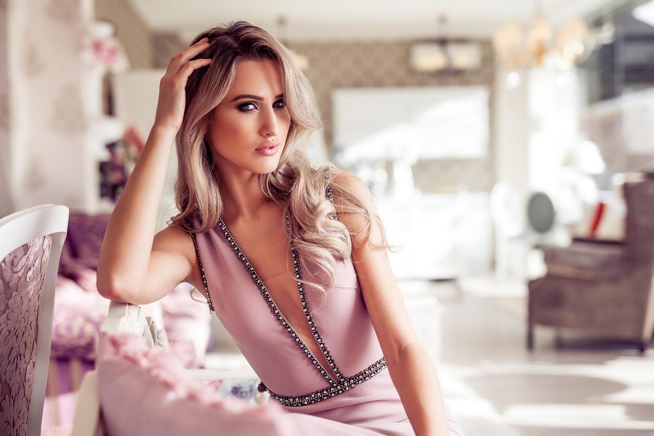 Sukienki – czy każda kobieta może je nosić?