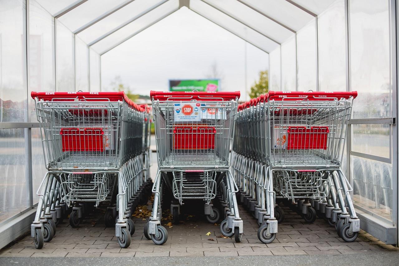 O czym należy pamiętać zakładając działalność sklepową?