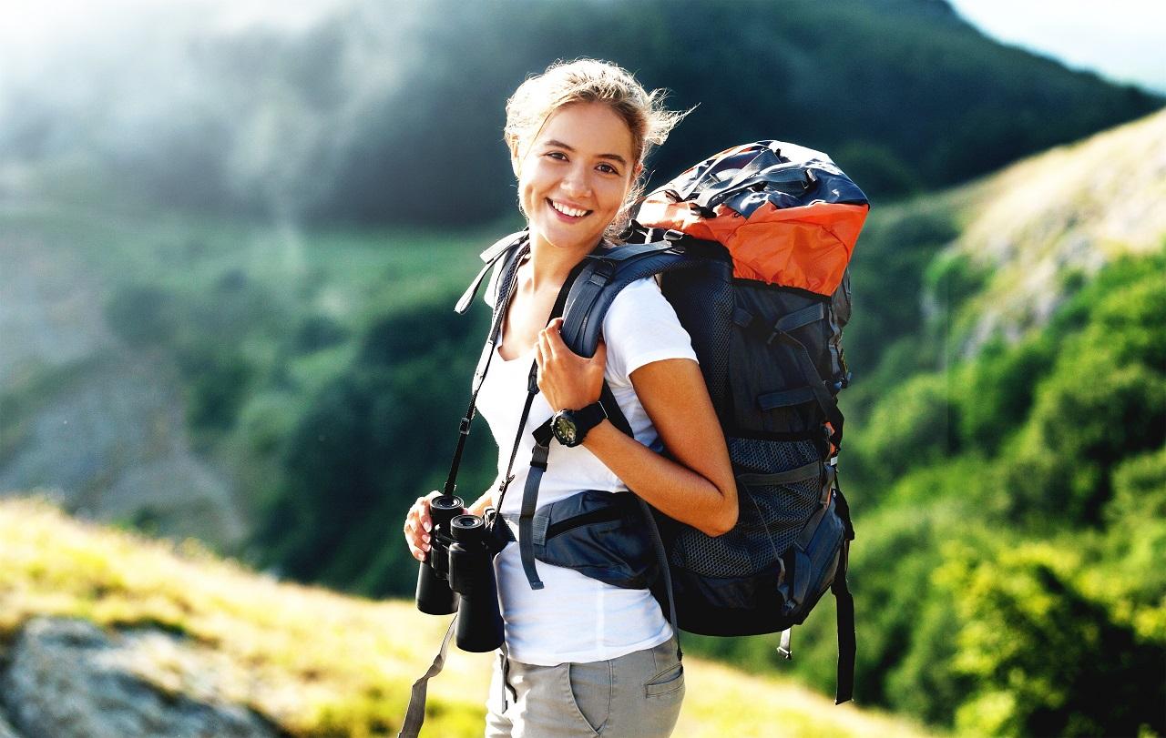 Piesze wyprawy po górach – w co powinniśmy się wyposażyć?