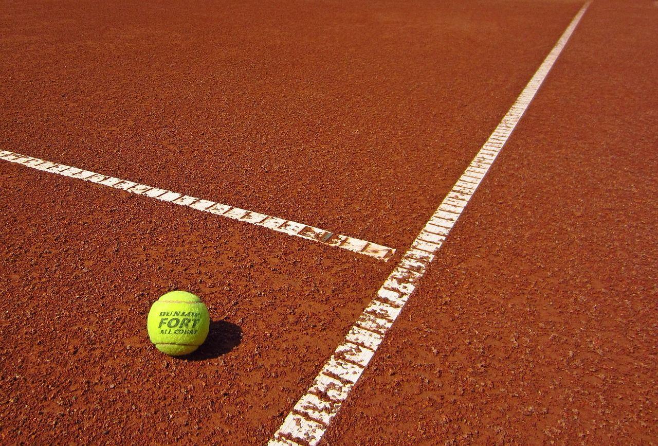 Kort tenisowy – czy można go wybudować w dowolnym miejscu?