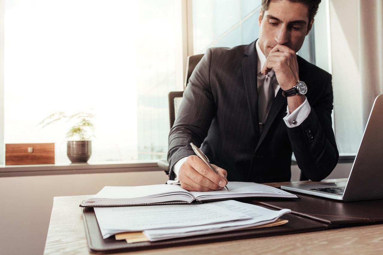 Współpraca z zagranicznymi firmami – w jakich przypadkach warto skorzystać z usług tłumacza przysięgłego?