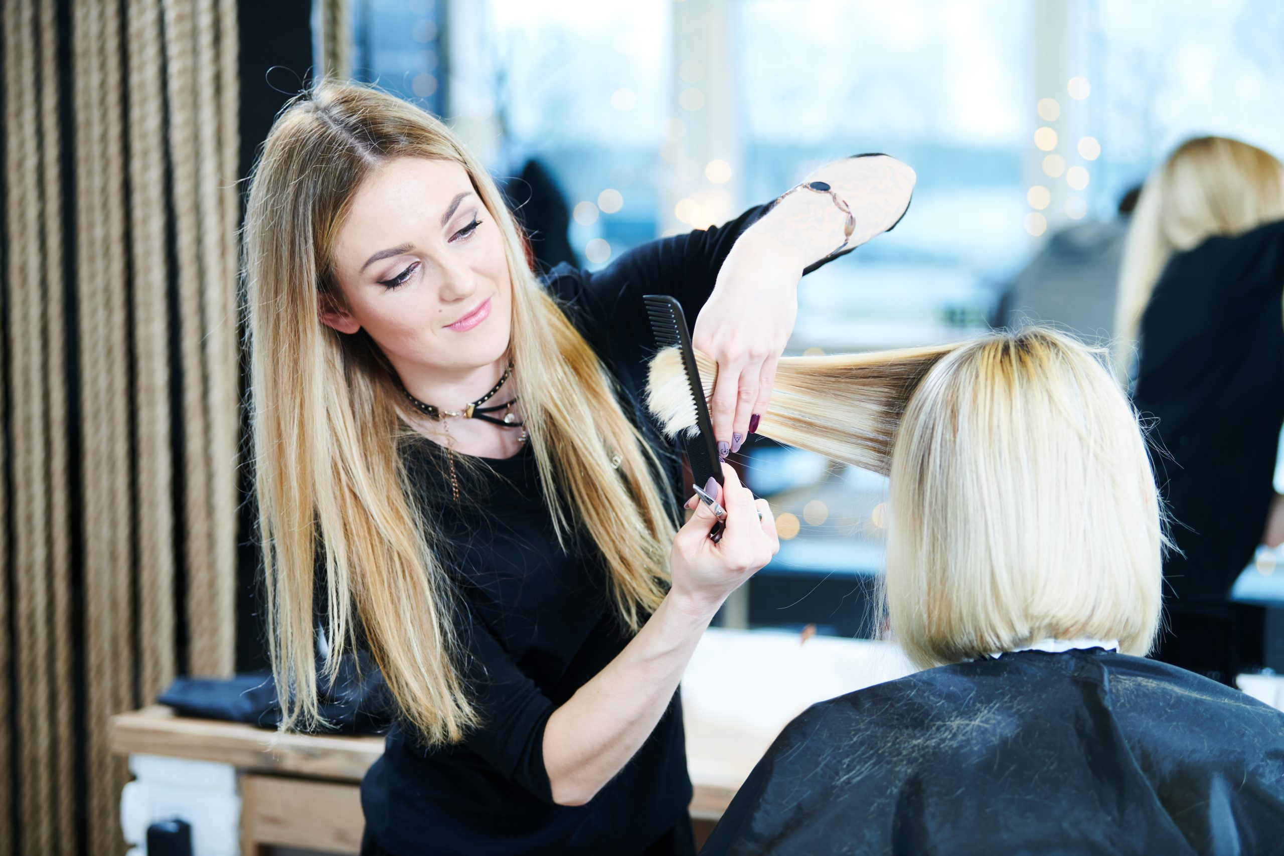 Kiedy warto udać się do fryzjera?