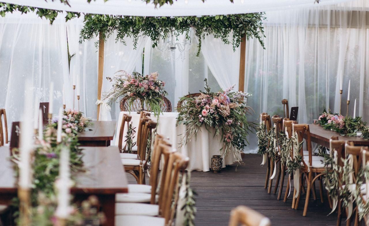 Elegancko i niekonwencjonalnie – gdzie najlepiej zorganizować wesele?