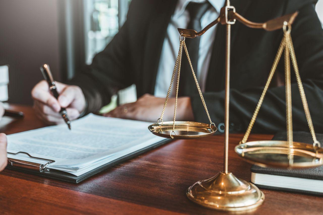 Jakie formy usługi oferowane są przez kancelarie adwokackie?