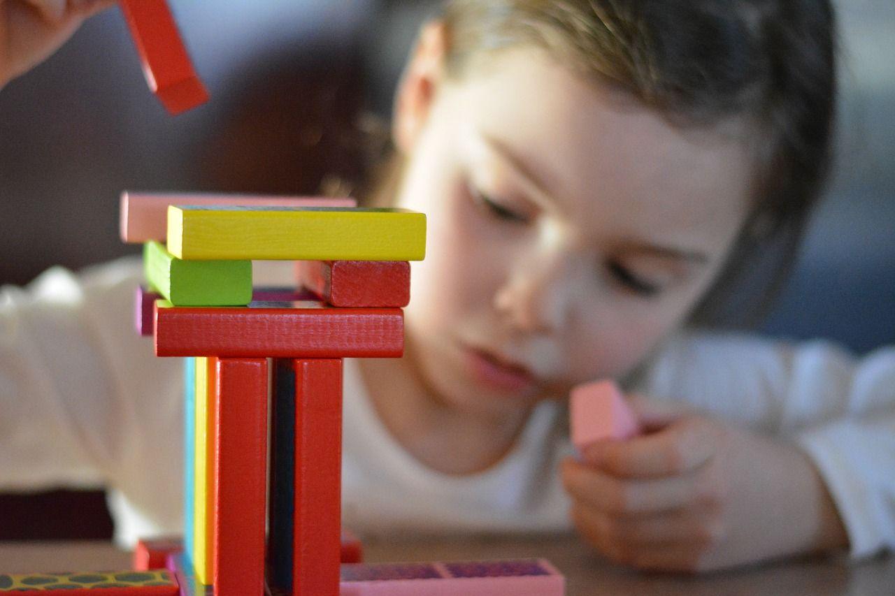 Zabawki dla dziecka które rozbudzają kreatywność i myślenie przestrzenne